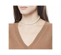 Chica con el collar de perlas Majorica Ballet