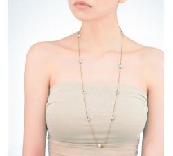 Chica con el Collar de Majorica Ilusión 66 cm