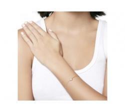 Chica con la Pulsera de plata Cíes_perla blanca