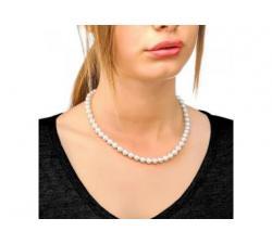 Chica con el Collar de perlas Majorica Lyra 8 mm_cierre perla