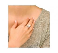 Chica con el Anillo de plata con perla Majorica Auva