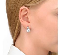 Chica con los Pendientes de perla y circonitas Tu y Yo Cercle