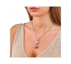 Chica con el Collar de plata con perlas Majorica Ninfa
