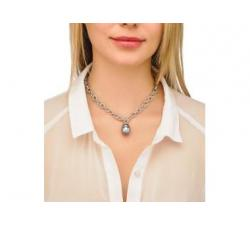 Girl with the Silver necklace with Majorica Modern Metals 2 pearl