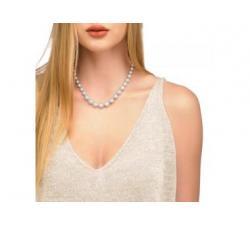 Chica con el Collar de de perlas Majorica Lira