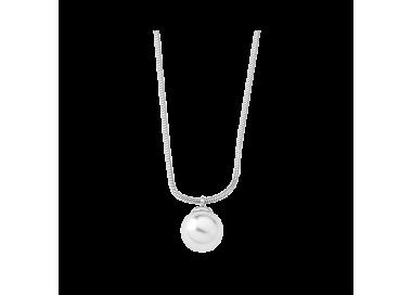 Girl with Majorica pearl Silver Nuada Pendant. Details