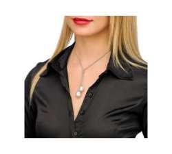 Chica con el Collar de plata con perlas Majorica Tender
