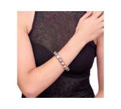 Girl with the Gea Majorica pearl bracelet